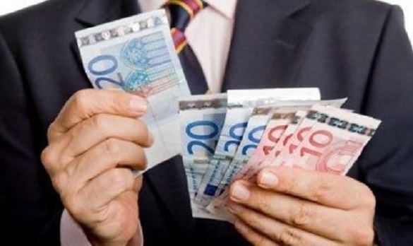 Хабар у розмірі 49 тис. євро: колишнього черкаського посадовця обвинувачують у корупції