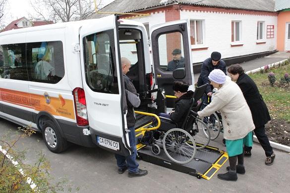 У Черкаській області запрацювало соціальне таксі для людей з інвалідністю