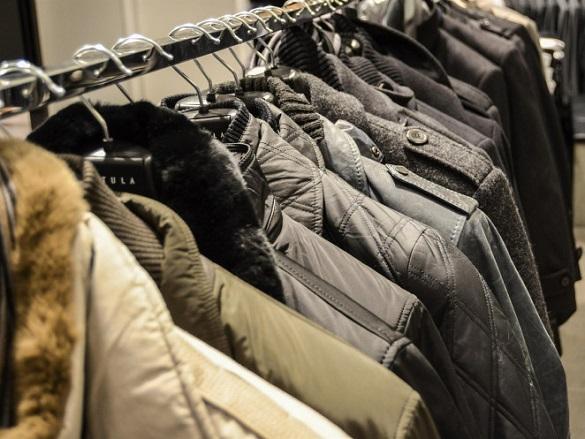 У черкаському торгівельному центрі чоловік намагався поцупити куртку
