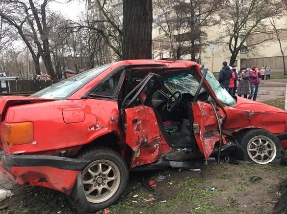 У Черкасах сталася ДТП: один загиблий, четверо постраждалих (ФОТО, ВІДЕО)