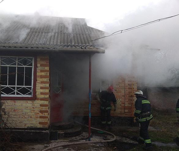 На Черкащині через недопалок загорівся будинок: постраждав господар оселі