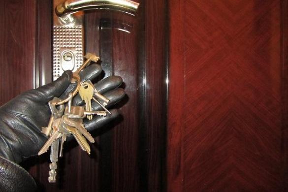 У Черкасах грабіжник-рецидивіст пограбував домівку