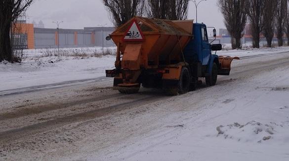 Черкаські комунальники розповіли, як рятують вулиці від снігу та льоду