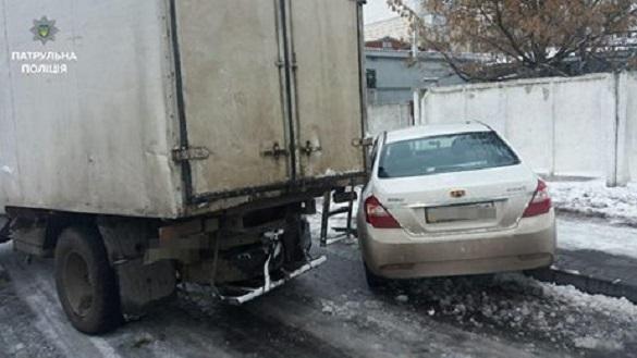 У Черкасах легковик не розминувся з вантажівкою