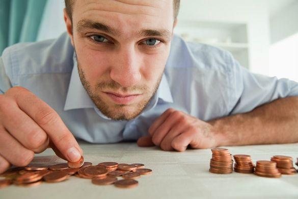 """Двоє з трьох дорослих черкащан беруть гроші """"в борг""""*"""