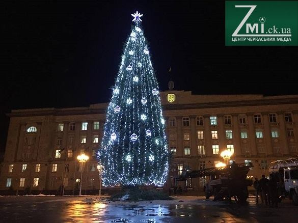 У центрі Черкас запанувала новорічна атмосфера (ФОТО)