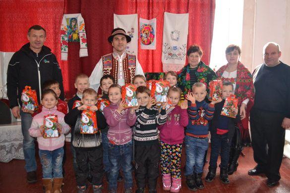 1500 подарунків та казкова резиденція Святого Миколая: дітлахів на Черкащині почали дивувати новорічними сюрпризами