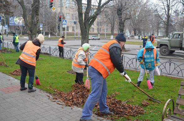 Черкаські комунальники знову на вихідних прибирали бульвар