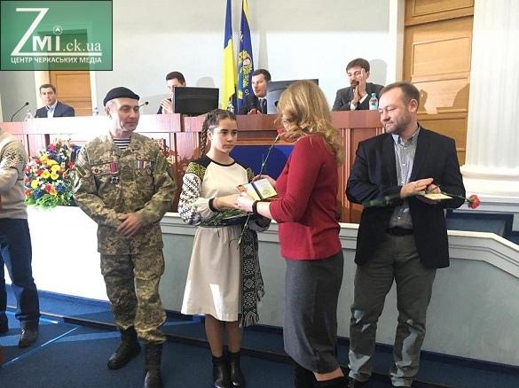 За посильну допомогу та моральну підтримку: в Черкасах нагородили волонтерів
