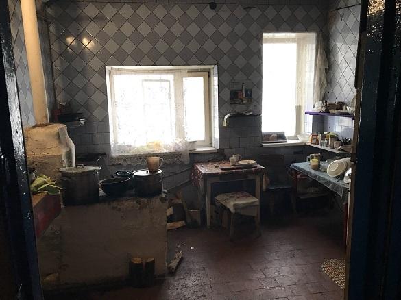 Утримували проти волі: на Черкащині викрили незаконний реабілітаційний центр (ФОТО)