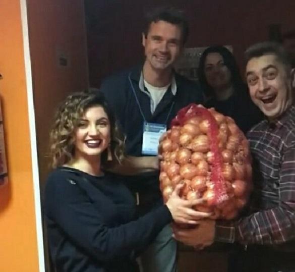 Черкаській співачці аграрій зробив незвичайний подарунок (ФОТО)