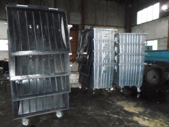 Для черкаських комунальників закупили нові сміттєві контейнери