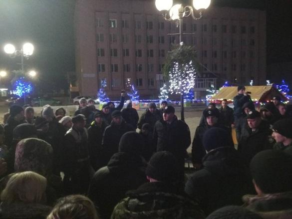 Через конфлікт із ромами жителі Золотоноші зібралися на віче (ФОТО)