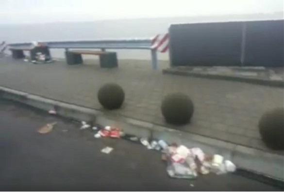 Черкащани вже влаштували смітник на багатомільйонному майданчику на дамбі (ВІДЕО)