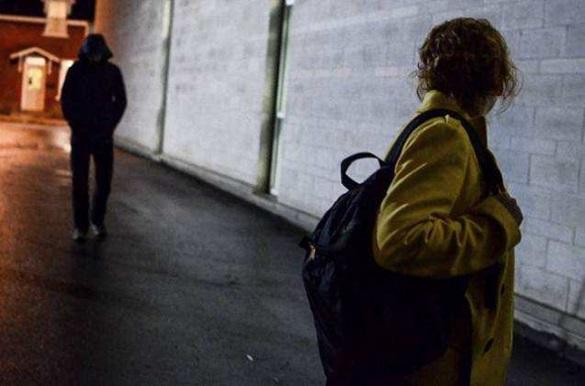 У середмісті Черкас злочинець напав на жінку та пограбував її