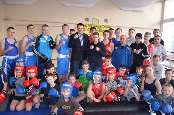 Черкаські боксери привітали спортивного мецената