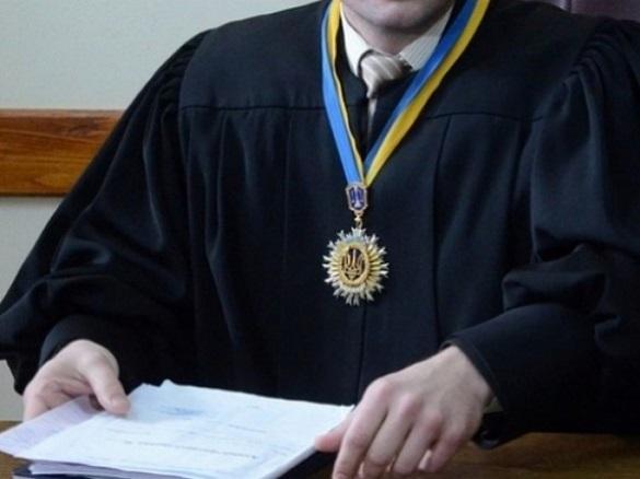 Невідомі пограбували позашляховик черкаського судді
