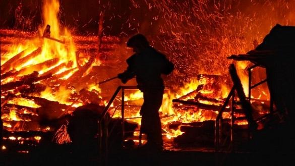 У Черкаській області під час пожежі у житловому будинку сусіди врятували жінку