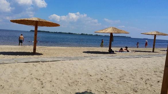 У черкаського пляжа