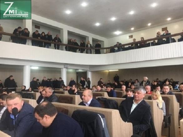 Неочікувано: черкаські депутати таки проголосували за заборону працевлаштовуватися їм у мерії