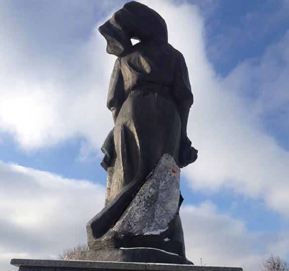 На Черкащині спіймали вандалів, які пошкодили пам'ятник