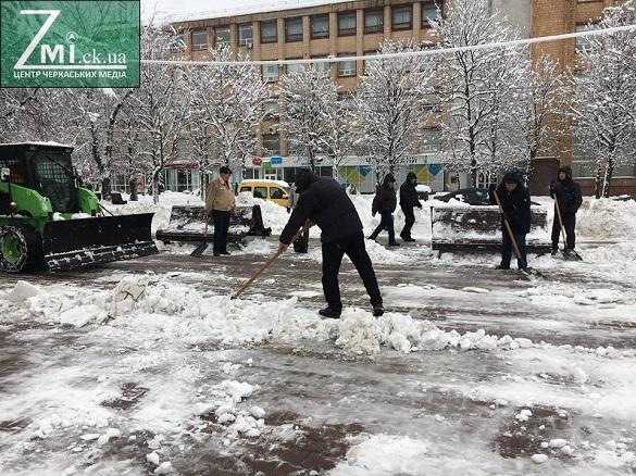 Щоб слідкувати за прибиранням онлайн: у Черкасах снігоприбиральну техніку хочуть обладнати трекерами