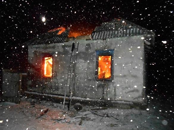 На Черкащині під час пожежі у житловому будинку двоє чоловіків  винесли з хати дитину