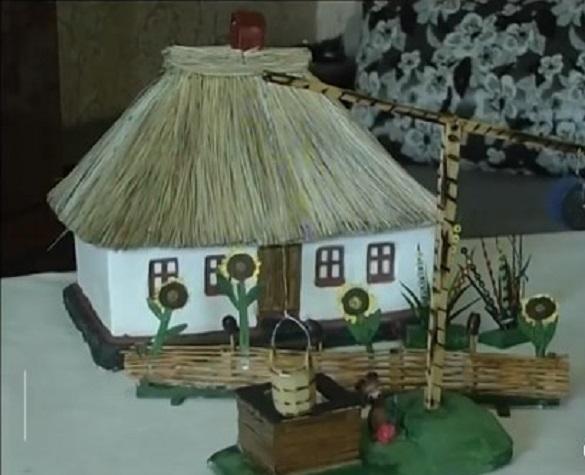 Черкащанка створює неймовірні фігурки з дерева та міні-копії будинків (ВІДЕО)