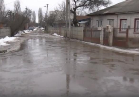 У відлигу деякі черкаські вулиці перетворюються на ставки (ВІДЕО)