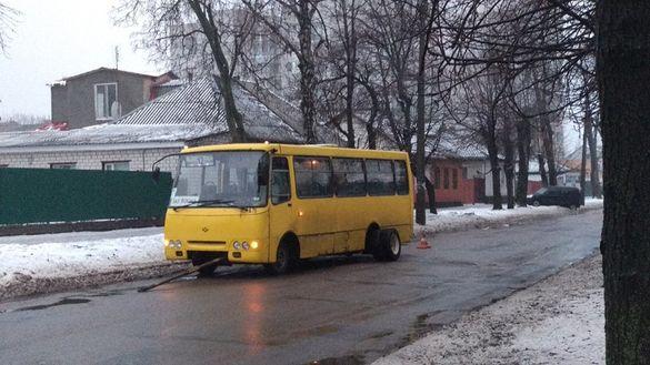 Перед підняттям вартості проїзду: у маршрутки у Черкасах відпало колесо (ФОТО)