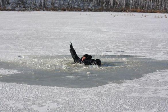 Провалився під лід: на Черкащині загинув рибалка