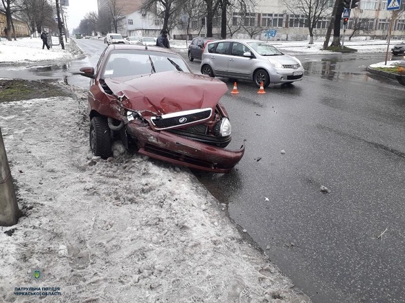 У Черкасах не розминулися дві автівки (ФОТО)
