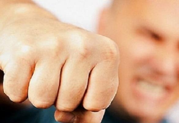 У Черкаській області агресивний пацієнт побив  медиків