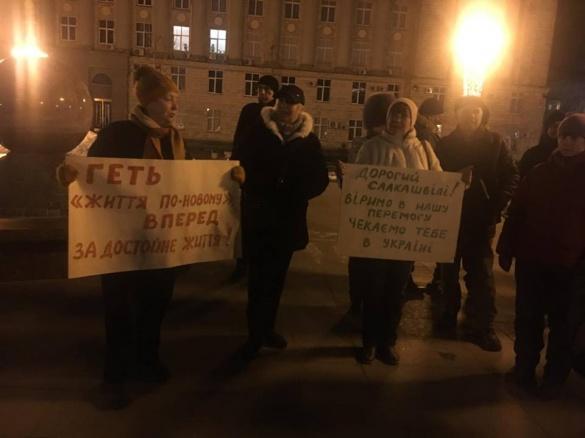 У центрі Черкас мітингували через депортацію Саакашвілі (ФОТО)