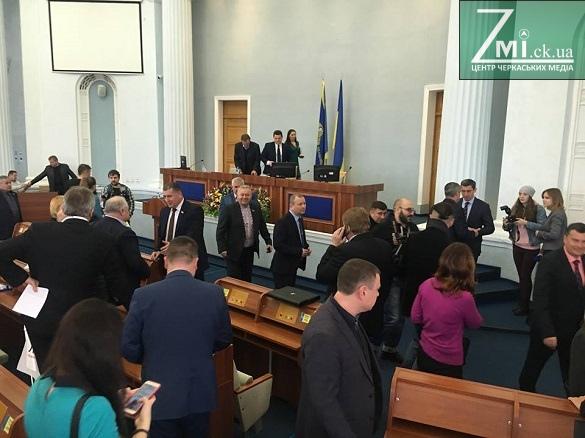 Черкаські депутати так і не зібралися, щоб ухвалити проблемне звернення