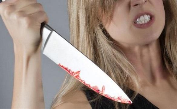 Зарізала ножем: на Черкащині жінку підозрюють у вбивстві співмешканця