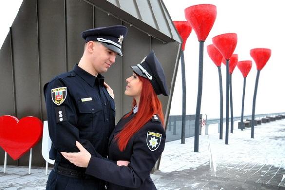 Як черкаські поліцейські поєднали свої серця: історія кохання (ФОТО)