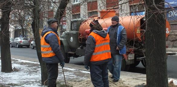 У середмісті Черкас лагодять каналізаційну мережу (ВІДЕО)