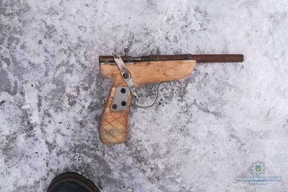 Поліція знашла у черкащанина саморобний пістолет (ФОТО)
