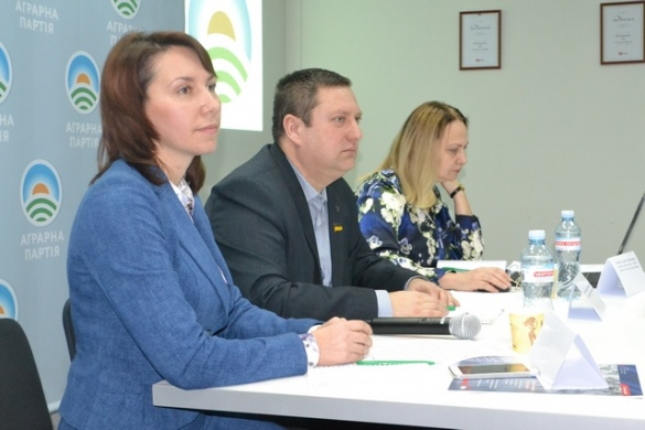 Реформи в аграрному секторі України мають враховувати інтереси насамперед жителів села, а не лише великого бізнесу