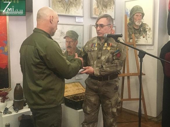 Війна в портретах: у Черкасах презентували відому виставку про добровольців (ФОТО)