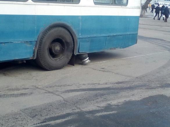 Через погану дорогу в Черкасах на ходу розсипаються тролейбуси (ФОТО)