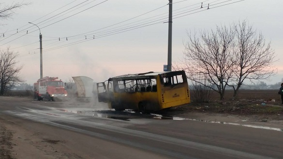 У Черкасах вщент згоріла багатостраждальна маршрутка (ФОТО)