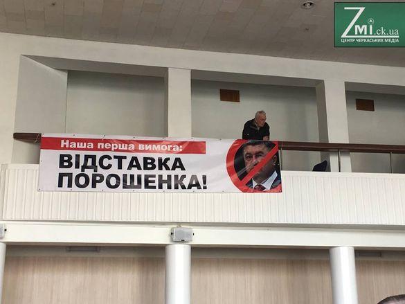 Прихильники Саакашвілі вимагають від черкаських депутатів підтримати звернення про імпічмент Президента