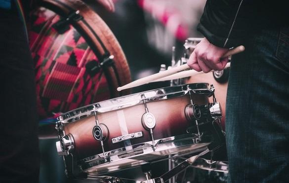 У селі на Черкащині американець створив музичний ансамбль (ВІДЕО)