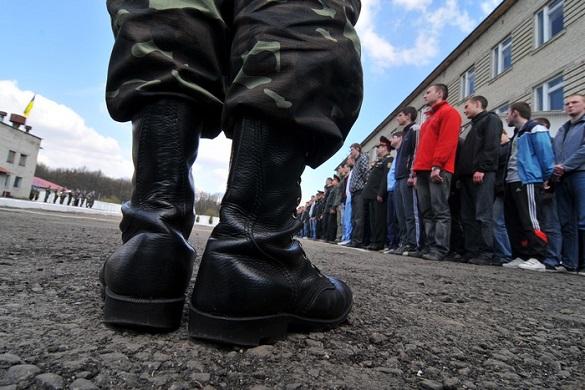 Скількох черкаських юнаків призвуть до служби навесні та що загрожує їм у разі неявки?