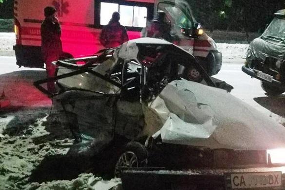 Біля Черкас сталася смертельна ДТП за участі маршрутки (ФОТО)