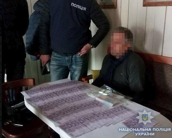 У Черкасах арбітражного керуючого затримали на хабарі 87 тисяч гривень