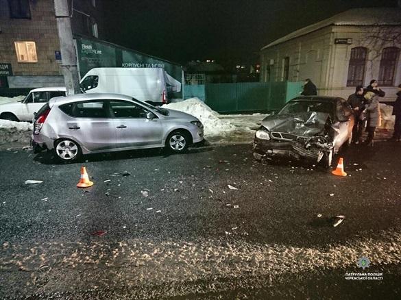 У середмісті Черкас п'яний водій спричинив ДТП та втік з місця аварії (ФОТО)