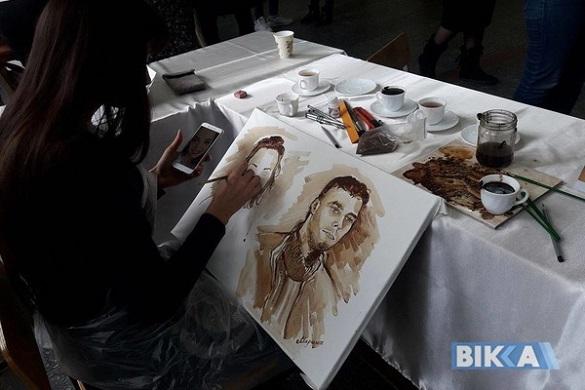 Кавові шедеври: черкащанка малює портрети